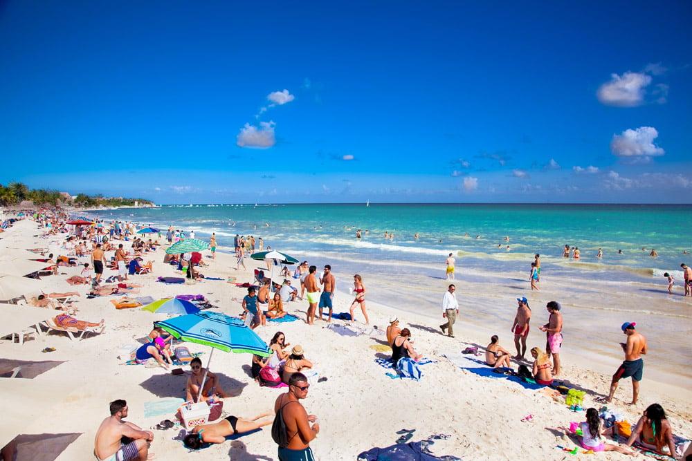 Playa-y-turistas